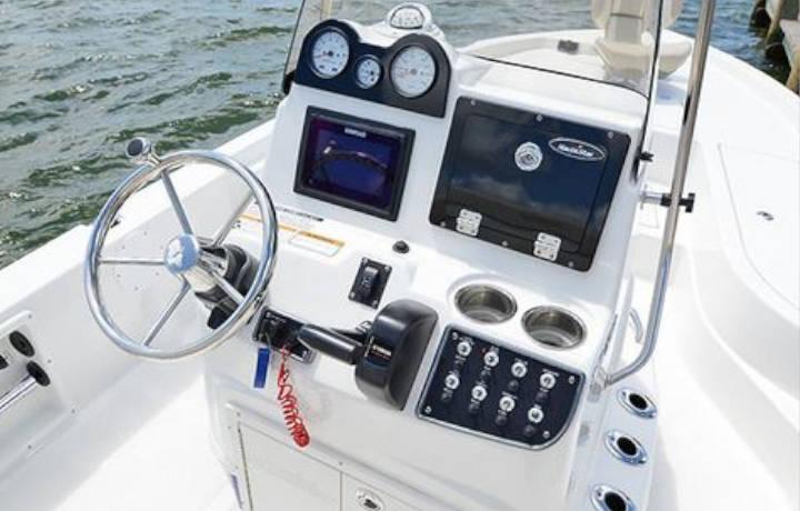 NauticStar Boats 215 XTS Helm
