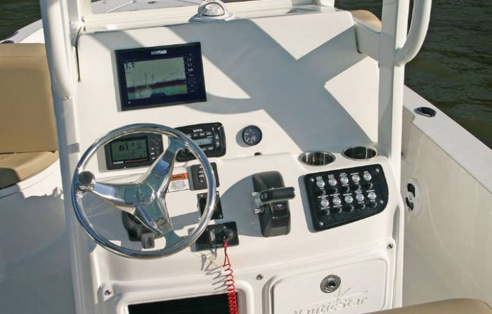 NauticStar Boats 249 XTS Helm