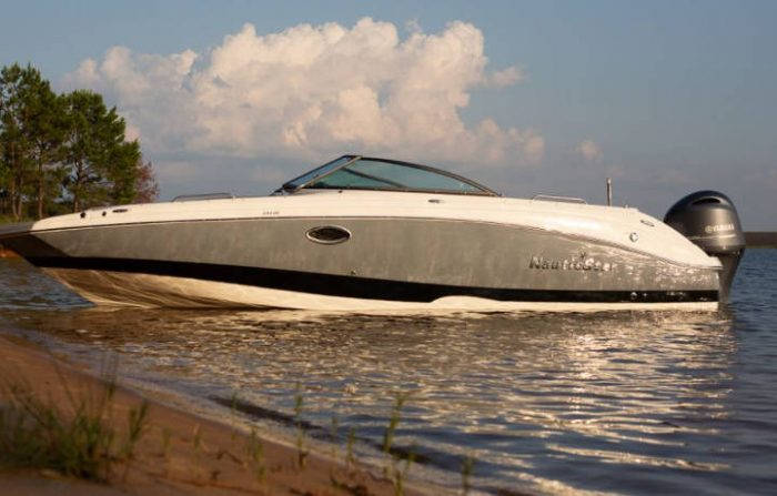 243 DC Sports Boat