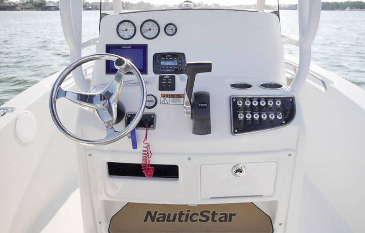 NauticStar Boats 2102 Legacy Helm