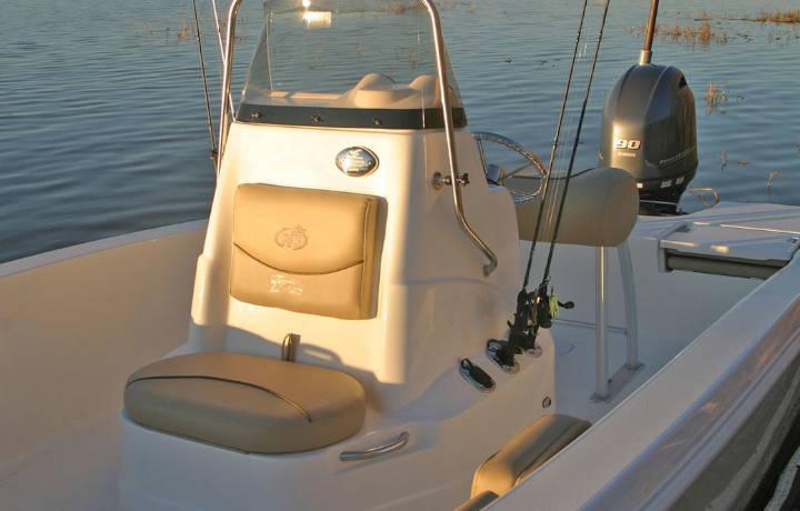 NauticStar Boats 191 Hybrid Helm